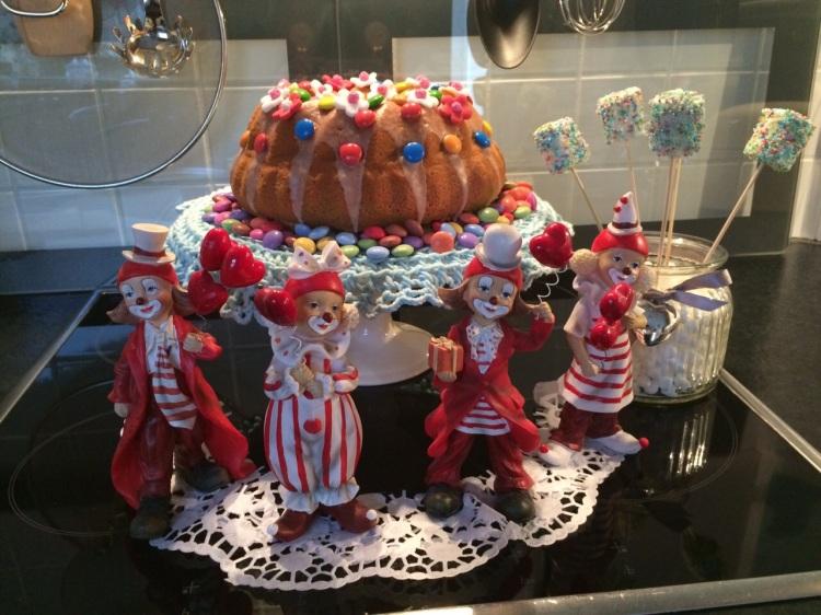 Gugelhupf mit Clownparade