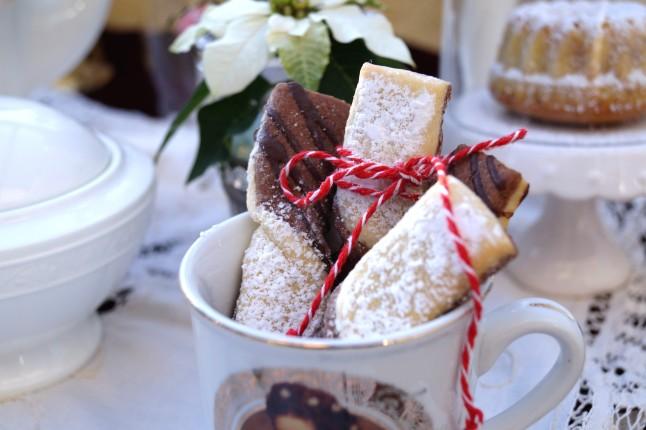 Tischdekoration Weihnachten °Schwarz-Weiß-Schleifen in Sisi-Tasse