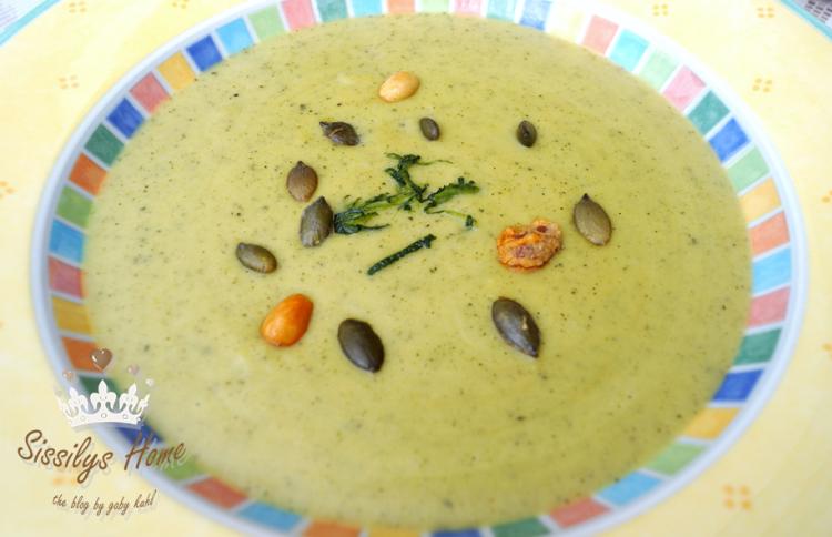 Zucchini-Kartoffel-Suppe mit Schmand